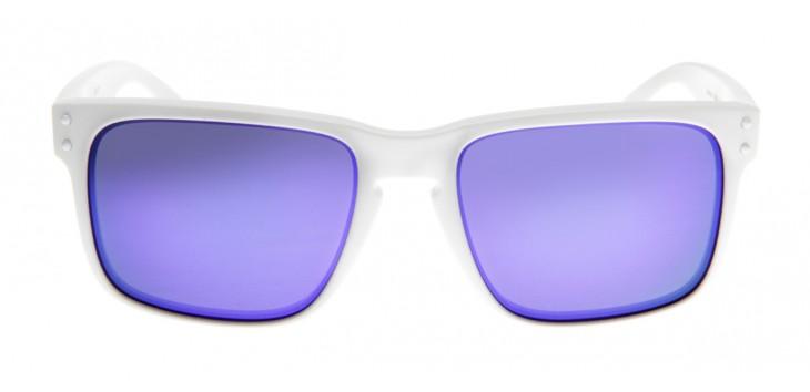 Para os mais despojados e cheios de atitude, o destaque ficou com os óculos  Oakley Holdbrook 55. f3c14b3b2b
