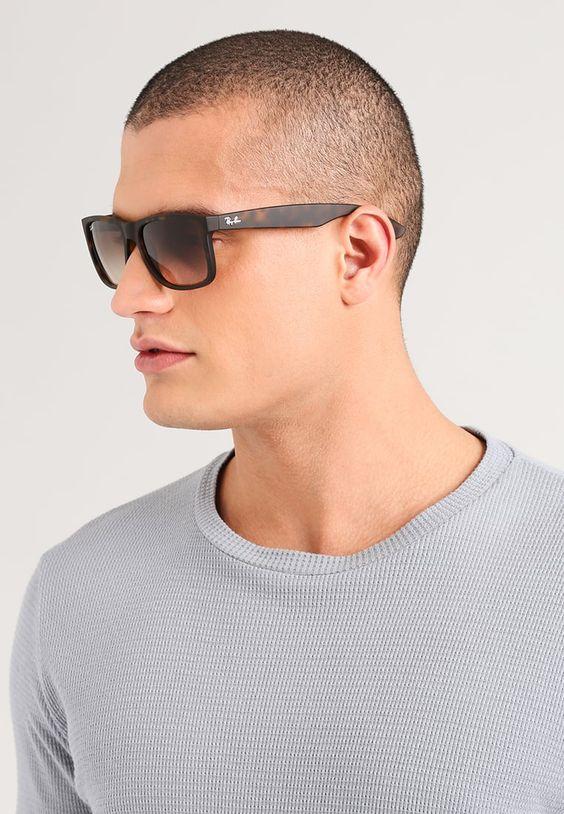 Além disso, a suas lentes degradê são ideais para quem costuma dirigir,  praticar esportes ou usa os óculos de sol durante longos períodos. 5e01be01c2