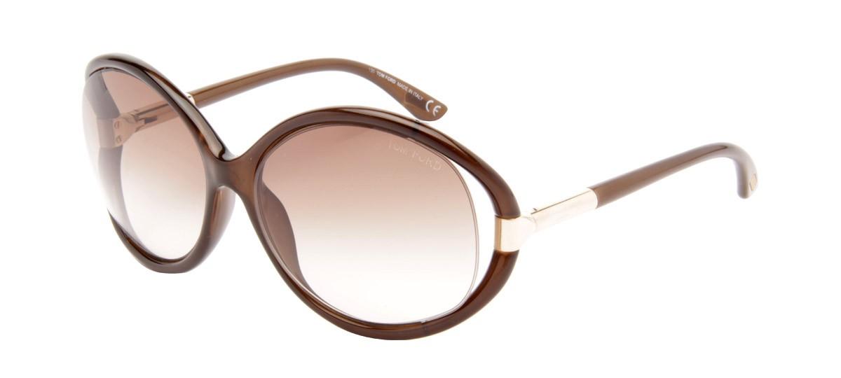Com os óculos não é diferente. Os modelos conhecidos como oversized são os  mais vistos no rosto da empresária e surgem sempre acompanhados de uma  maquiagem ... 74f446f807