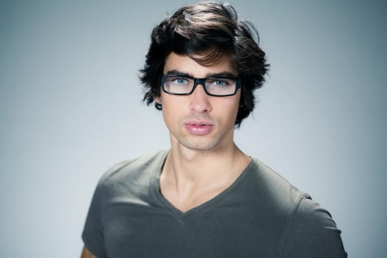 526bf1df8bcee Óculos de grau masculino para cada tipo de rosto - QÓculosQÓculos